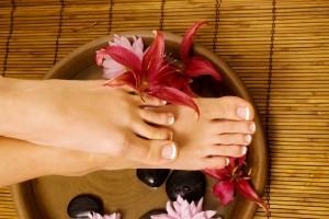 Pflegen Sie Hände & Füße mit einer Maniküre oder Pediküre